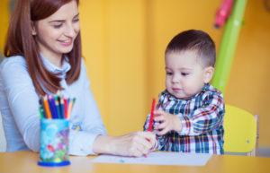 Glückliches Kind in Kinderbetreuung